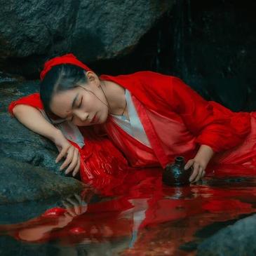 红衣女子霸气头像,唯美