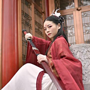 霸气红衣女子带剑头像,
