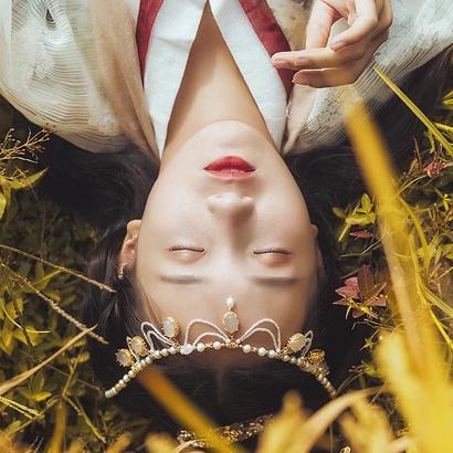 稻田飘香带伞女生头像,唯美古