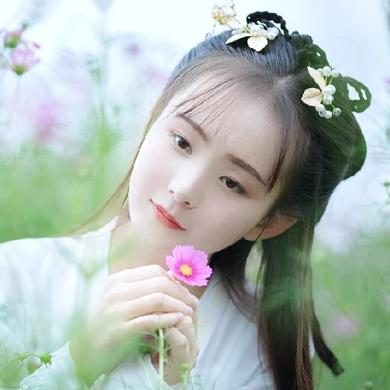 小清新花朵带团扇女生头像,唯