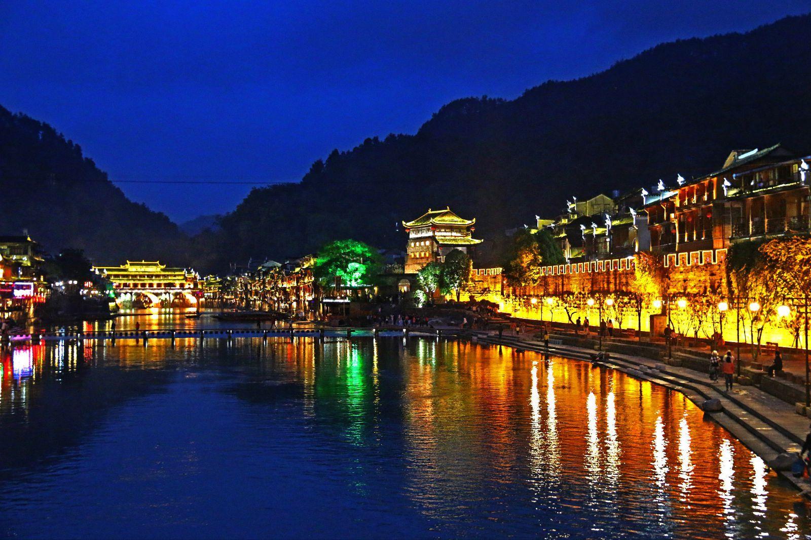 一座古香古色的古镇,湖南凤凰