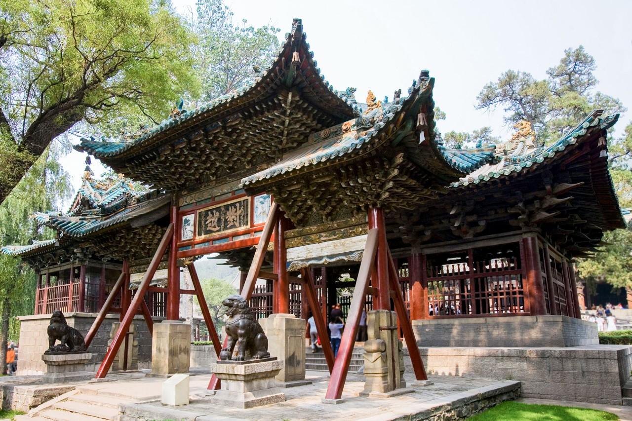 用绘画记录寺庙建筑:爱上了山