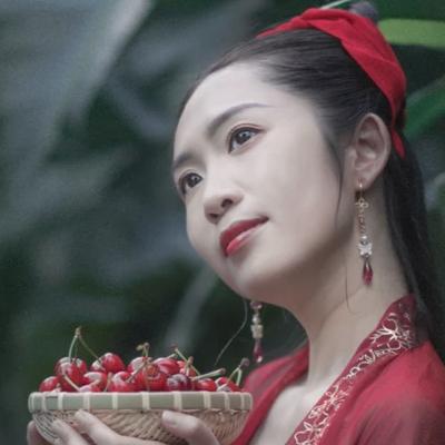樱桃红衣古风头像,娇艳美人