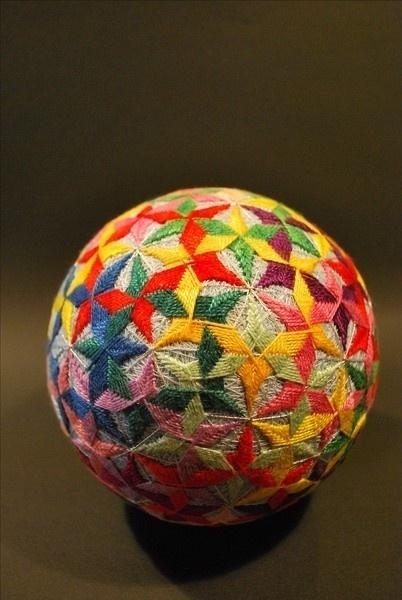 精美的手工手鞠球工艺品