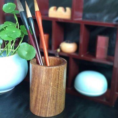 精细明丽的花梨木笔筒