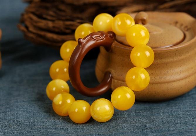 鸡油黄蜜蜡佛珠手链