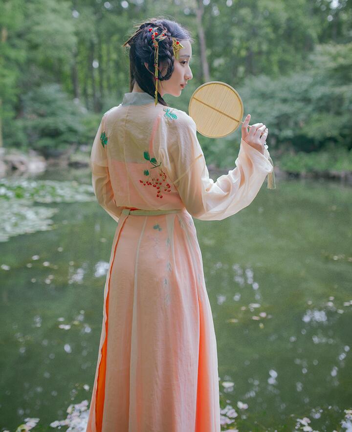 汉服美女 宋制刺绣四破裙对襟齐腰襦裙