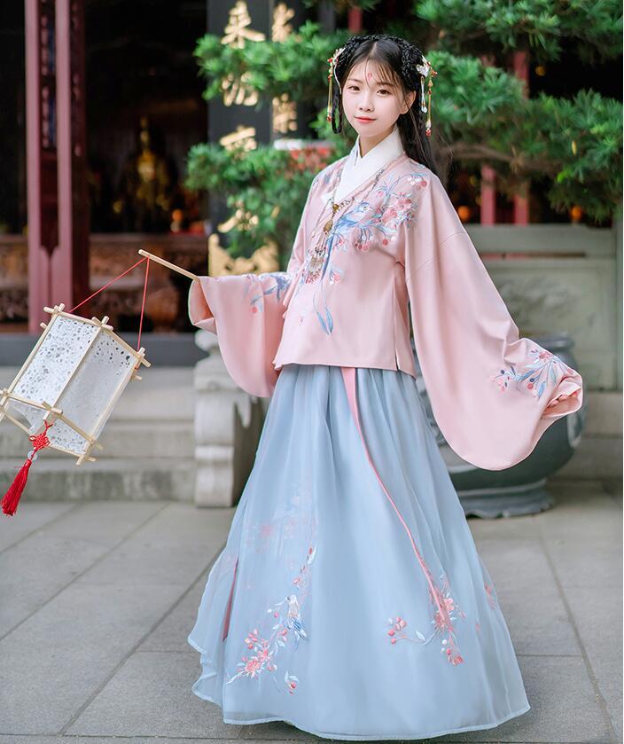 汉服 明制绣花交领琵琶袖袄裙