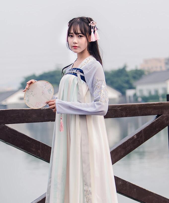 女装子_传统汉元素襦裙女古装图片- 中国风