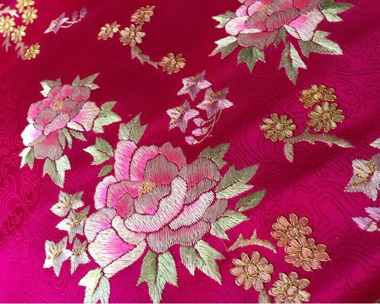 传统玫红色真丝手工刺绣提花布