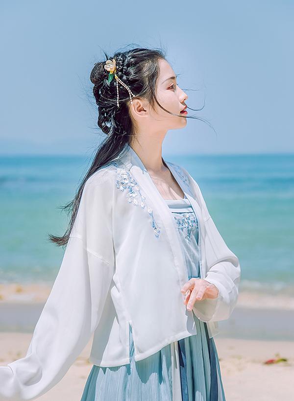 汉服  绣花抹胸对襟襦裙齐腰裙