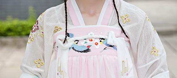 汉服  绣花披帛对襟上衣双层齐胸襦裙