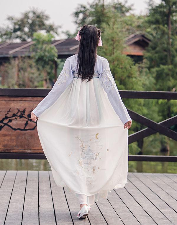 汉服改良元素刺绣对襟齐胸襦裙