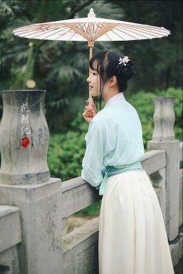 刺绣对襟襦裙齐腰襦裙