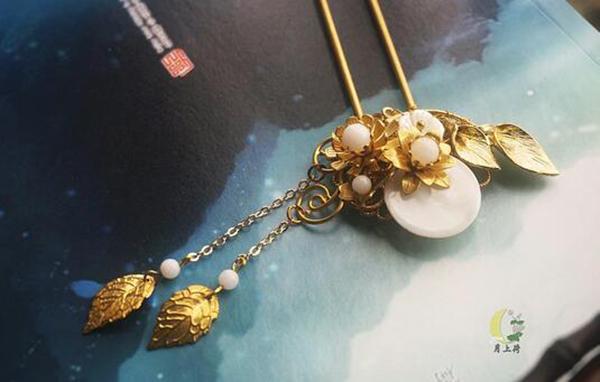 黄铜古风发簪流苏白蝶贝壳发饰月亮钗