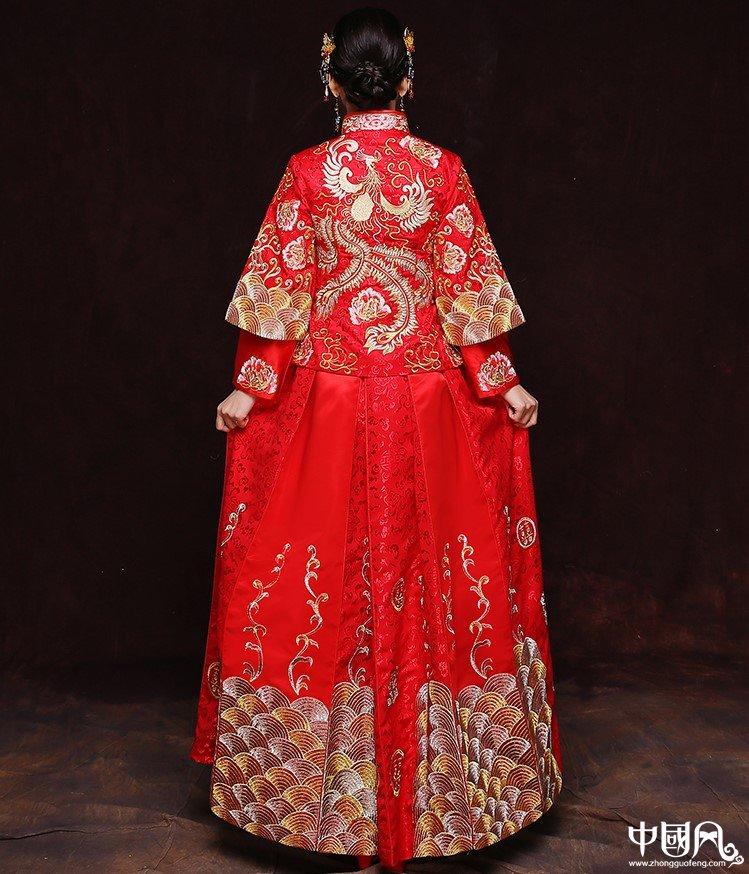 精致刺绣工艺中式新娘礼服设计