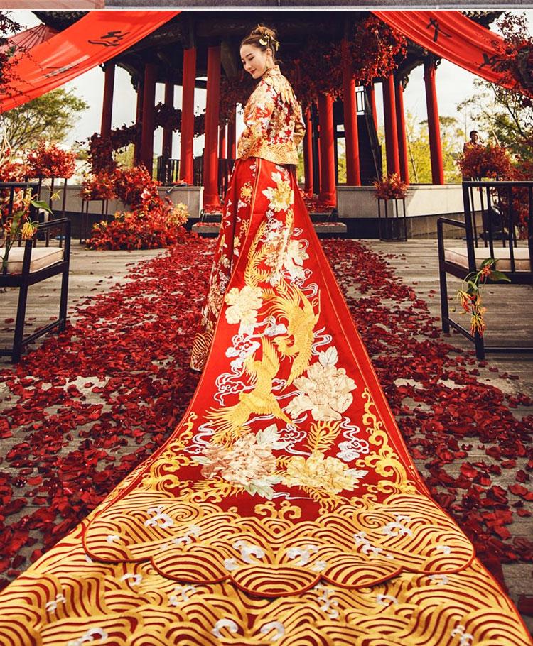 超绚丽的长款拖尾中式礼服