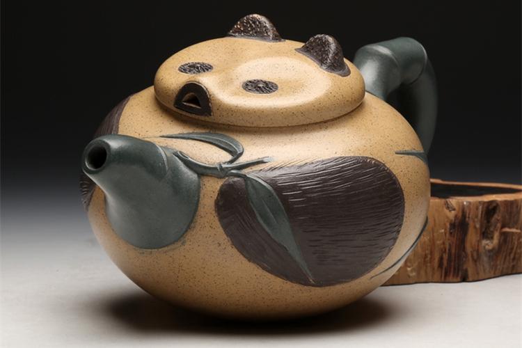 吕尧臣大师制作的可爱熊猫壶
