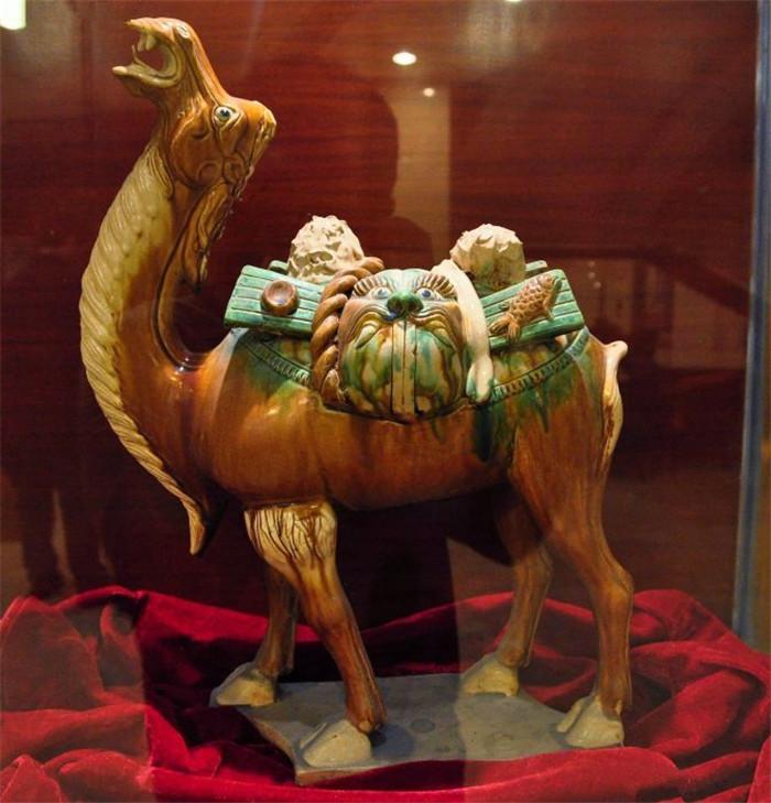 唐三彩造型特点马与骆驼