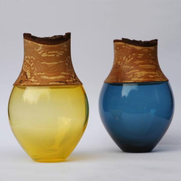 手工制作的五彩容器工艺品
