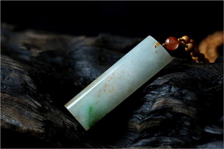 唯美黄加绿翡翠平安无字牌吊坠