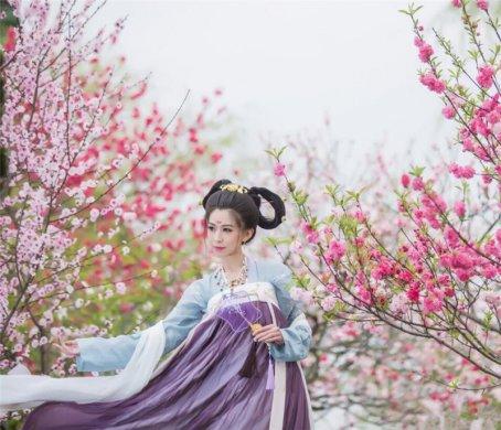 传统绣花齐胸襦裙汉服