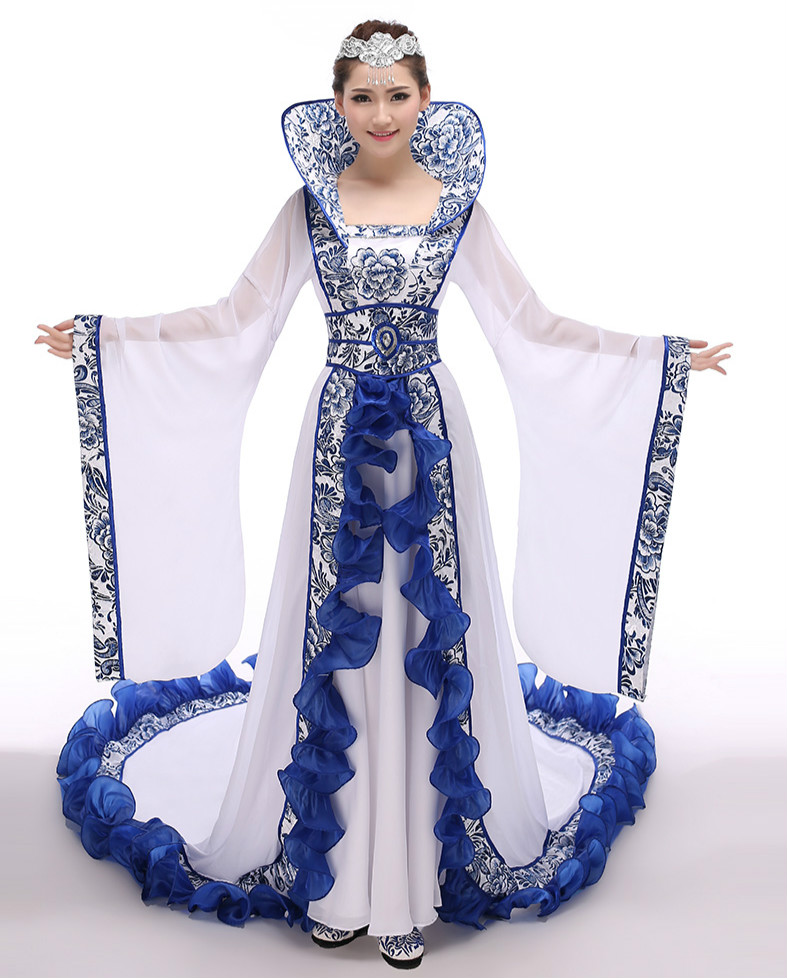 复古青花瓷汉服牡丹印花中式礼服古装美人图片