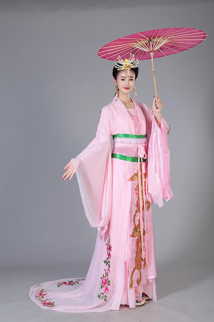 粉色绣花改良汉服古装美人图片