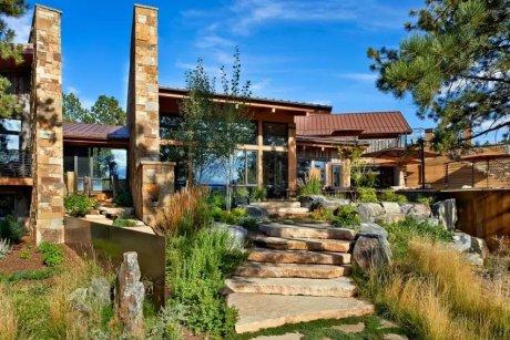 装修设计,用石头和木材建的豪