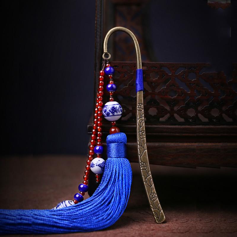 蓝色中国风复古青花瓷古风流苏书签