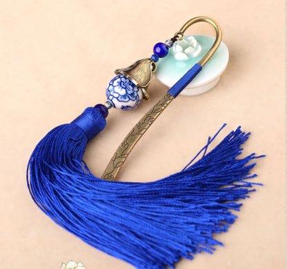 中国风手绘青花瓷古风蓝色流苏书