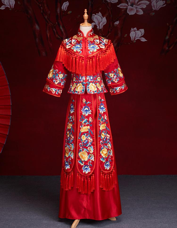 中式红色长袖新娘嫁衣,流苏绣花牡丹礼服