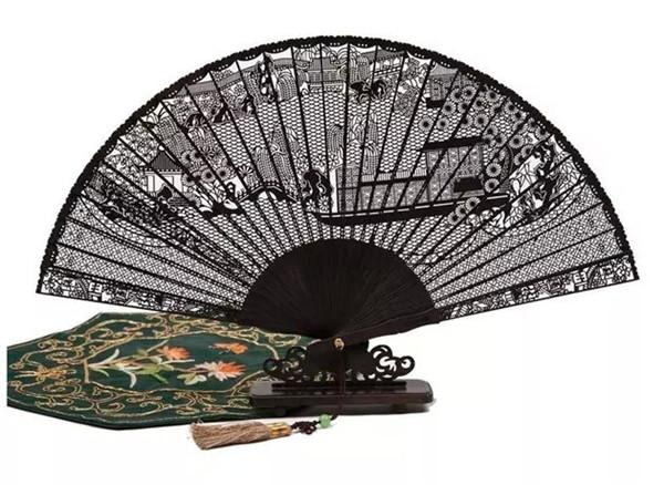 苏州精美檀香木制折扇