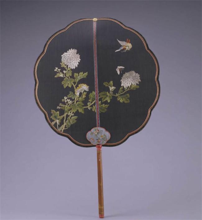 中式古典小巧精致的宫廷团扇