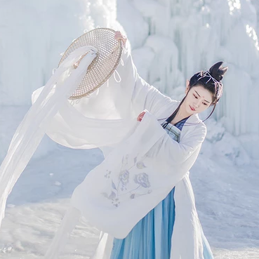 雪仙子唯美冷艳古风真人女子头像