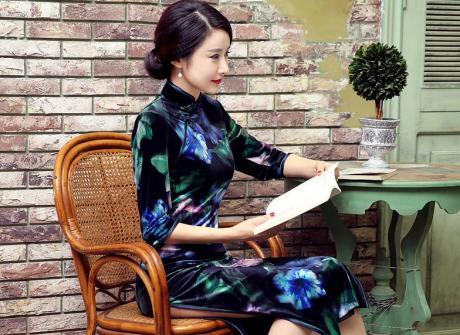 丝绒长款旗袍,改良中式