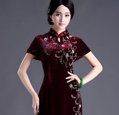 金丝绒长款旗袍,手工钉珠修身