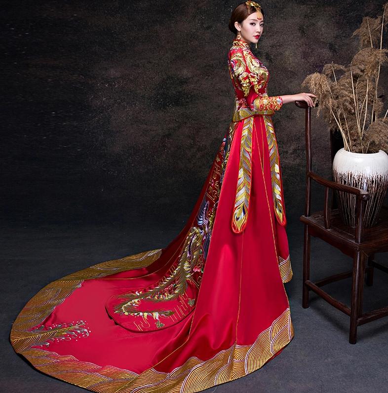 奢华大拖尾中式礼服,古典中式新娘礼服嫁衣