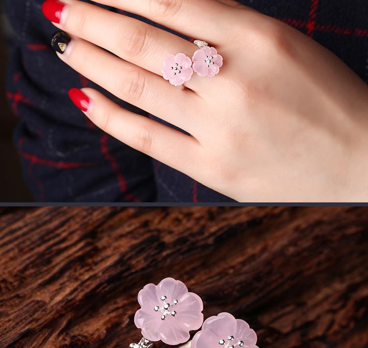 寓意旺桃花增人缘的桃花开粉水晶戒指