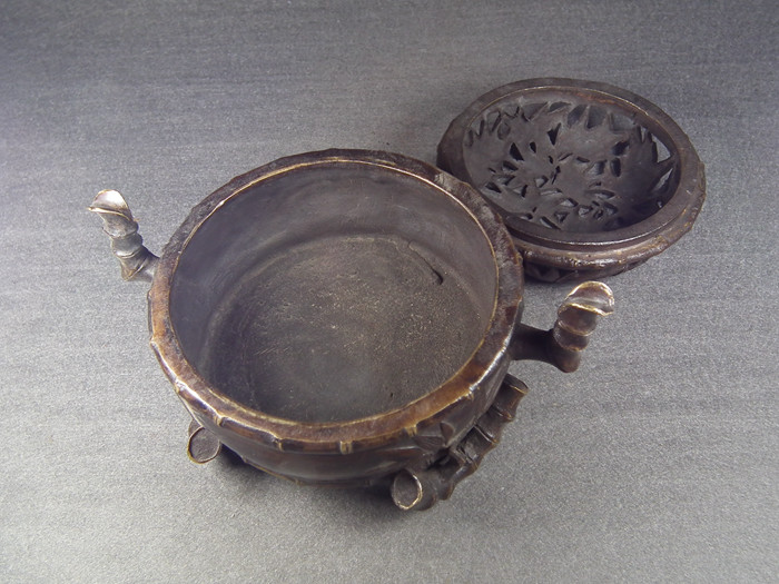 清代乾隆款老黄铜镂空竹节纹三足双耳大香炉