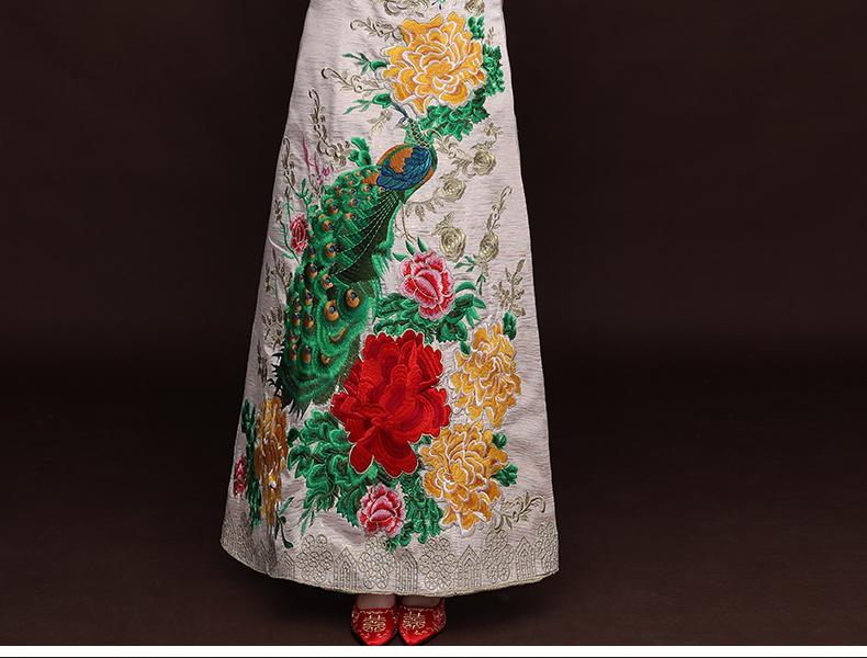 中国风孔雀牡丹秀禾服,米白色新娘中式礼服