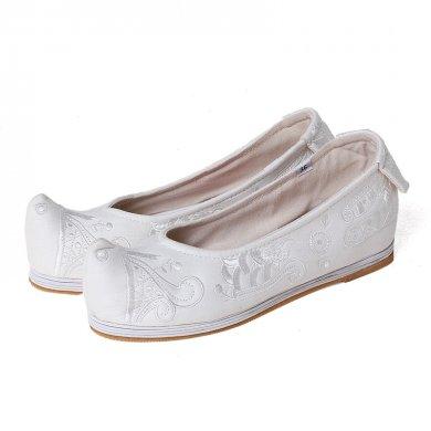 素雅清新绣花鞋,老北京布鞋翘
