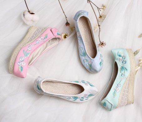 复古文艺坡跟绣花鞋,传统旗袍
