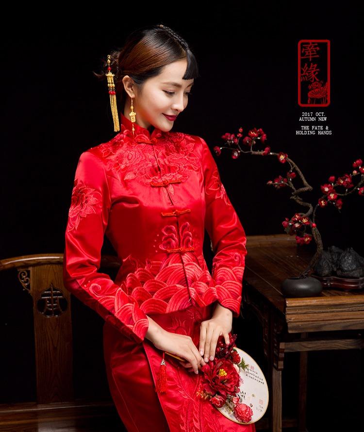 红妆素雅中式礼服,同色系刺绣新娘礼服