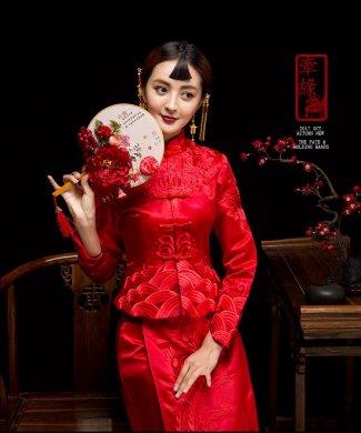 红妆素雅中式礼服,同色