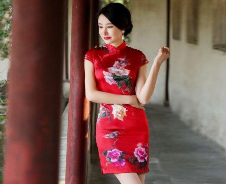 红色古风唯美花朵短袖旗袍礼服