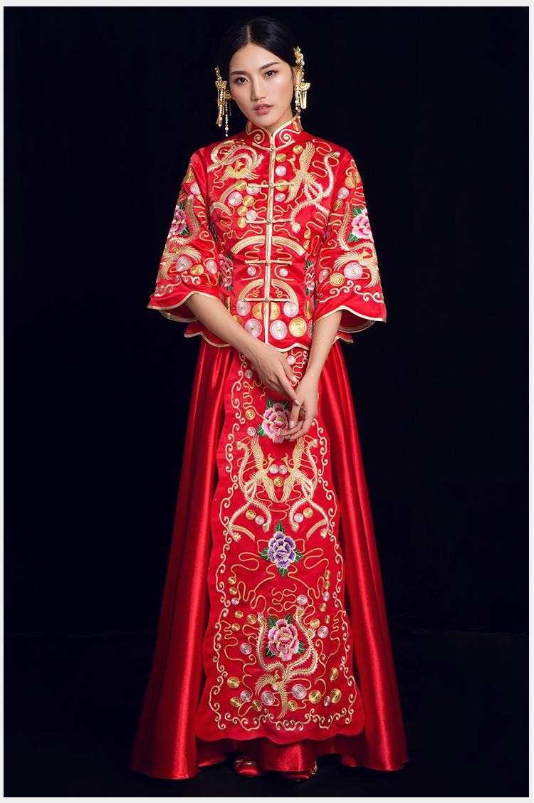 凤穿牡丹中式礼服:烟汐水波纹袖口新娘礼服