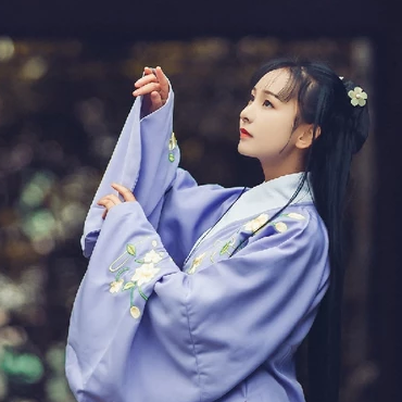 高贵优雅紫衣带团扇女生头像,唯美古风真人头
