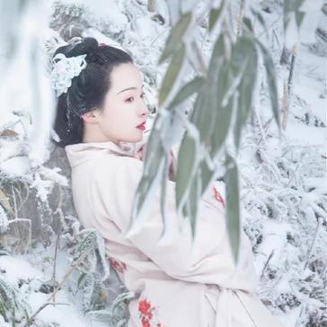 梅花雪红衣女生头像,唯美古风真人头像