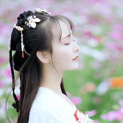 小清新花朵带团扇女生头像,唯美古风真人头像